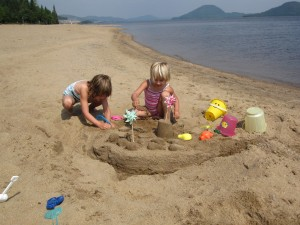 L and Z at the beach in Quebec